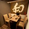 素人居酒屋 一 - 内観写真:4~6名様用の落ち着ける席もご用意。ご家族連れや接待などにもどうぞ。