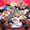 長崎卓袱浜勝 - 料理写真:【卓袱奉行コース】  刺身は地物魚介類を使い、姿盛りにしました。 お鰭、バラ煮(十六寸豆の蜜煮)、三品盛、刺身(姿盛り・地物魚介類)、酢の物(鯨づくし)、揚げ物、石焼(甘鯛の石焼)、中鉢(豚の角煮)、大鉢、御飯、中華風のスープ、漬物、梅椀、フルーツ