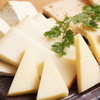 豚っく - 料理写真:十勝チーズ盛り合わせ。クラッカー付きです。