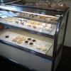たまごカフェ - 内観写真:ケーキショーケースです。全て自家製ケーキ。各160円~250円。ランチタイムは全て160円。
