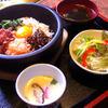 焼肉&酒食楽 凪 - 料理写真:「石焼きビビンバ」。ランチタイムは写真のような茶碗蒸し付きの定食で819円。ランチメニューのいちばん人気商品です。