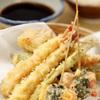 米福 - 料理写真:衣が薄くこのサクサク感、食感の軽さはヤミツキです!自家製天つゆとたっぷりの大根おろしでどうぞ!
