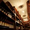 リヴァデリエトゥルスキ - 内観写真:カンディーナには世界から選りすぐりのワイン約400種・2000本を常時ストック。お料理に合うワインなどソムリエにご相談ください。