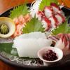 テバス  - 料理写真:四季折々の鮮魚をお造りで「季節の鮮魚」
