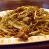 双月 - 料理写真:焼そば 750円。焼うどんも。焼いているのにカラッとした食感。人気No.1!