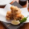 鶏扱説明所 - 料理写真:外はサックサク、中はジューシーな肉汁あふれる「鶏の唐揚げ」