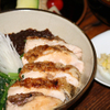 葡萄屋 - 料理写真:ランチ ジャン丼 ¥1,300 ご飯の上に自家製のとりみそと小松菜のナムル、もも肉の蒲焼きがのっています。おみそ汁、お新香、フルーツが付いています。
