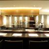 炭火鳥焼 蔵鵡 - 内観写真:蔵鵡の醍醐味を楽しめる「タガヤサン」の一枚板でできたカウンター席! デートや接待など大切な人とのお食事に最適!