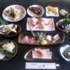 和み処 真 - 料理写真:地物・波まかせ 4000円コース ※撮影時の旬の魚です(当日はその日水揚げされた魚です)