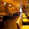 熊屋 - 内観写真:白を基調とした店内は女性同士でも入りやすい雰囲気!