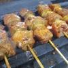 久助 - 料理写真:北海道発祥の「室蘭やきとり」 北海道出身のオーナが北千住に持ち込んだ自信の一品! 豚肉と玉ねぎ。自家製ダレに洋がらし。 ビールとの相性も抜群で当店一番人気!
