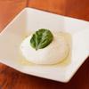 PIZZERIA & BAR RICCO - 料理写真:フレッシュモッツァレラ
