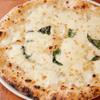 PIZZERIA & BAR RICCO - 料理写真:クワットロ フォルマッジ