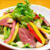 ひつじもん - 料理写真:羊の生ハムやベーコンなど入った日替わりの『ひつじもんサラダ』をはじめ、野菜も豊富にご用意しております。