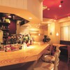 Bistro Queue - 内観写真:お一人様でも気軽に過ごせるオープンキッチンのカウンター