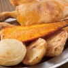 鳥番長 - 料理写真:丸焼きと一緒に焼く野菜は甘くてうまい