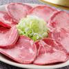 焼肉 いっぽん - 料理写真:ネギをたっぷりのせて噛めばジューシー。肉厚で柔らか『タン塩』