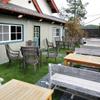 山cafe - 外観写真:芝生がひかれた、広々として気持ちの良いテラス席