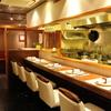 喜臨軒 - 内観写真:オープンキッチンを望むカウンター
