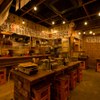 新宿思い出横丁 トロ函 - 内観写真:みんなでわいわい盛り上がれる活気のある店内です。