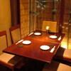 むく - 内観写真:落ち着いた雰囲気のテーブル席