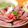 る・それいゆ - 料理写真:自慢のお肉が載った『穀物100%牛特上サーロイン丼』 お肉が大好きな人が笑顔になる、大満足の美味しさを誇るお肉がのった丼。味噌汁&サラダ付き。
