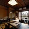 BAR 先斗町 吉祥 - 内観写真:鴨川を袖に2次会などの大人数のパーティーもご利用できます!!