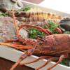 馨 - 料理写真:活きた伊勢海老・鮑・車海老を目の前の鉄板にて調理