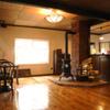 燻香廊 - 内観写真:昔ながらのダルマストーブがノスタルジックな雰囲気を演出!