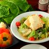 二の鉄 - 料理写真:焼き物の合間に味わいたい、ヘルシー野菜の『サラダ』各種。鮮度と産地にこだわった野菜を使ったサラダ。なかでも『豆腐サラダ』はさっぱりヘルシーで人気です。