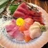 居酒屋 藤作  - 料理写真:季節ごとの旬の魚介類の味が詰まった『刺身盛合せ』
