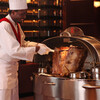 ロウリーズ・ザ・プライムリブ 大阪 - 料理写真:お客様の目の前でお肉をカット致します こちらはカーバーのJoeです!