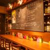 王の酒場 - 内観写真: カウンター席ではひとりでゆっくりとお酒が楽しめます