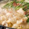 博多もつ鍋 梟 - 料理写真:味噌もつ鍋。各地の味噌処から取り寄せ、独自の割合でブレンドしたあわせ味噌を使用。ニンニクの風味と甘みのある濃厚な味が特徴の鍋。〆はちゃんぽんがおすすめ。