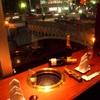 SHY-RON - 内観写真:カップルに人気の夜景色が見える窓際のBOX席。ゆったり個室風。誕生日、記念日デートなどにオススメ!