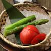 牛弁慶 - 料理写真:フルーツトマトとアスパラあぶり