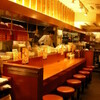 大阪王将 - 内観写真:1階カウンター、オープンキッチンが目の前です。