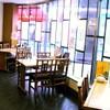 大阪王将 - 内観写真:開放的な窓際席