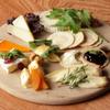バー オーフェン - 料理写真:毎週イタリア、フランスから空輸されるチーズ