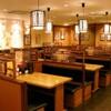 大阪王将 - 内観写真:テーブル席 ゆったりめです。奥に小上がりがございます。