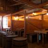 黒豚酒場 - 内観写真:広々とした店内は、少人数から大人数まで多彩なシーンで利用可能
