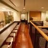 天ぷら新宿つな八 - 内観写真:カウンター席とテーブル席