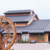 小嶋屋総本店 - 外観写真:直径5メートルの大きな水車が目印です