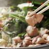 もつ鍋専門店 元祖 もつ鍋 楽天地 - 料理写真:出来上がり、、秘伝のスープと新鮮なモツとキャベツとニラ、、究極の美人鍋。もつ鍋美人が大集合!