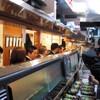 噂のこの串かつあのおでん 博多駅前倶楽部 - 内観写真:店内カウンターと奥には14名様が入れるテーブル席あり