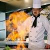 鉄板焼レストラン オーク - 内観写真:鉄板前のカウンター席は、シェフが目の前で調理!