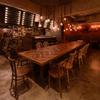 琉球料理といまいゆ しんか/肉バル&ダイニングヤンバルミート - 内観写真:ヤンバルミート の特大テーブル。入り口右側から。