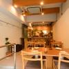スケッチ - 内観写真:魅惑的な料理の数々、それにワインが映える内装のお店