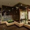日本料理 花山椒 - 内観写真:ホール席から池が見えます。