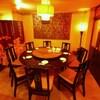 香港楼 - 内観写真:ゆったり足を伸ばしてくつろげる、円卓の個室はご宴会に最適。